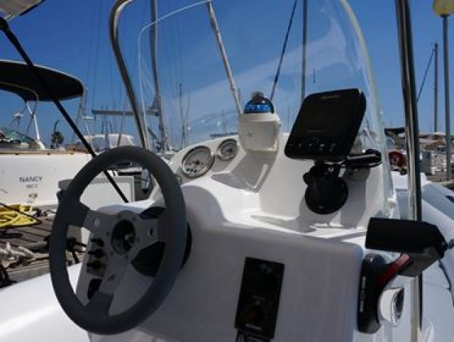 package semi-rigides V550 sunline en navigation
